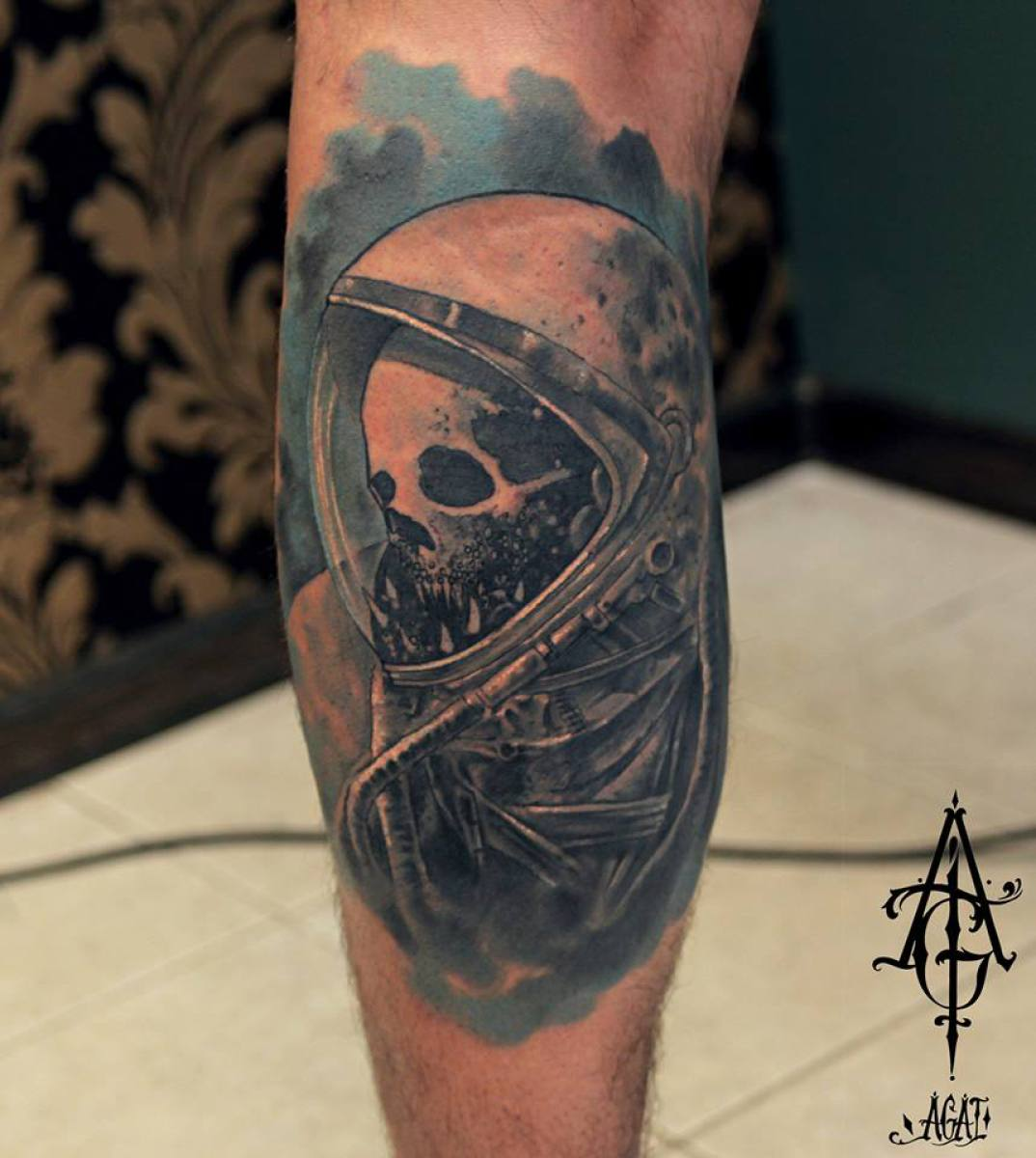 Dead Astronaut Skull tattoo by Agat Artemji