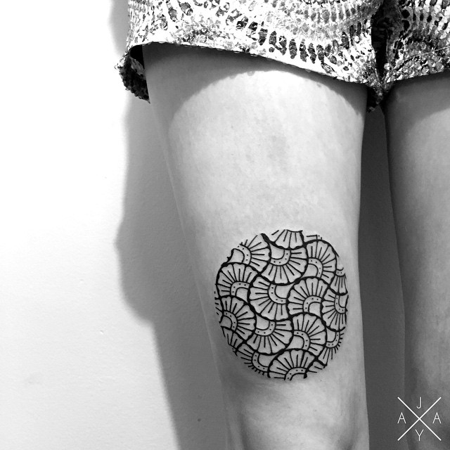 Shell Pattern tattoo Above Knee