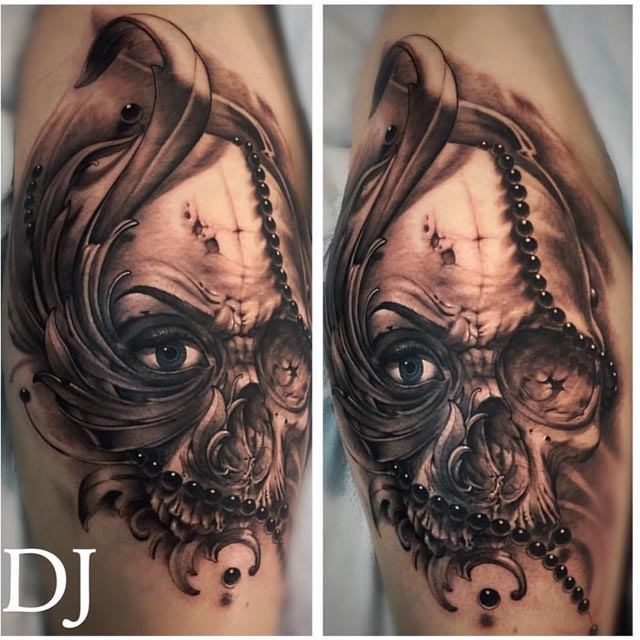 skull design tattoo with leaves