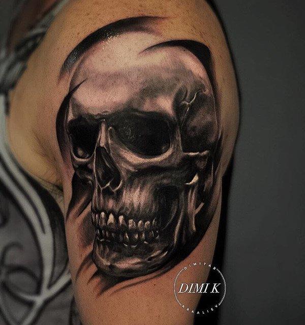 cool skull tattoo on shoulder