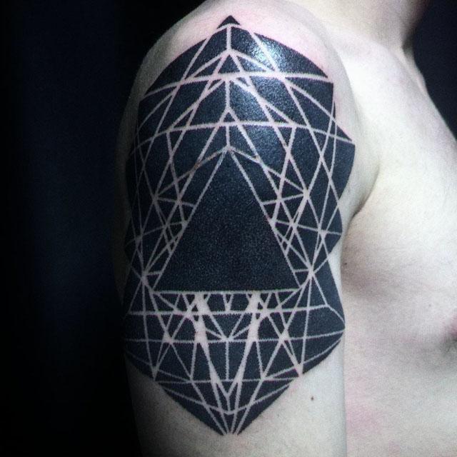 blackwork tattoo on shoulder geometrical