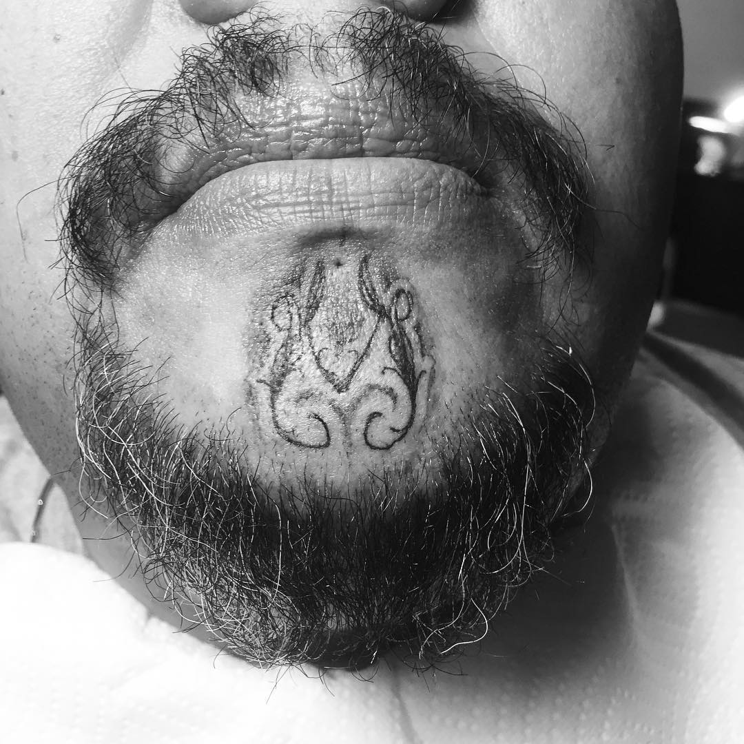 Curvy Pattern Chin Tattoo by babaxx11