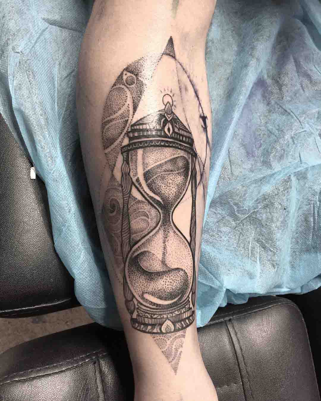 dotworl tattoo hourglass