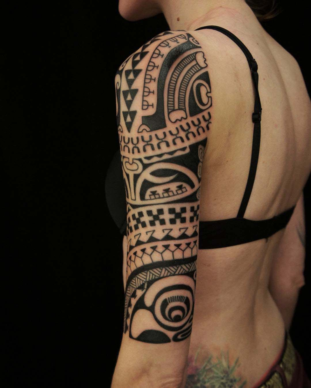 half sleeve tattoo tribal girl shoulder