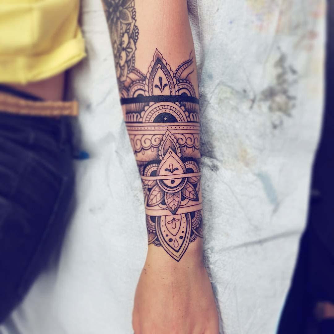wrist ornamental tattoo armband