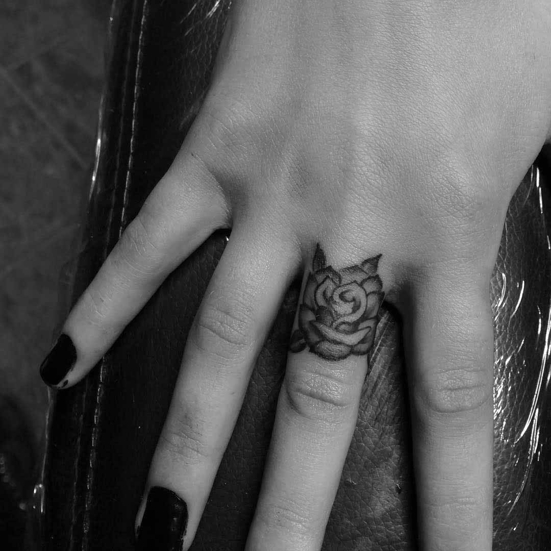 finger tattoo rose